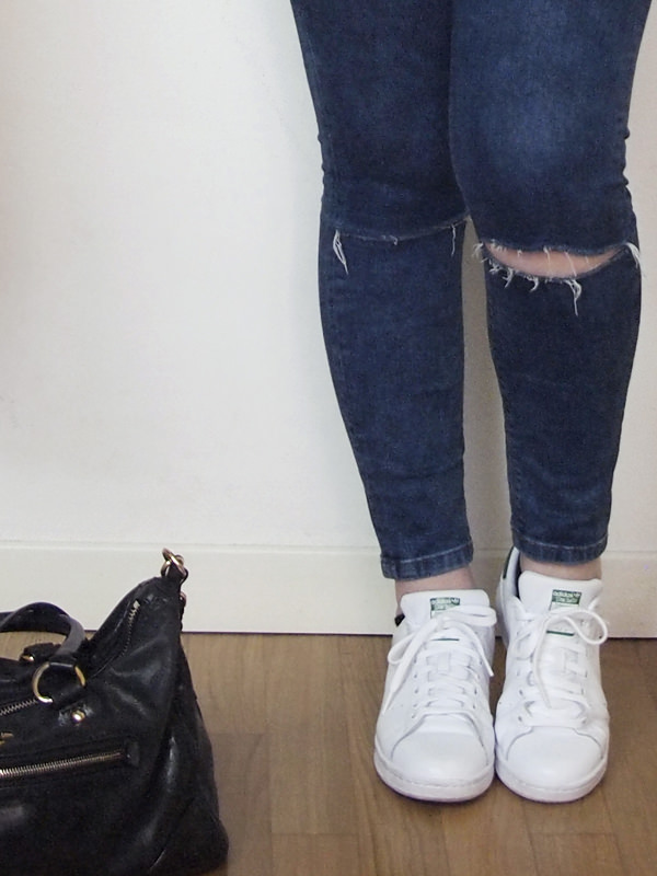 outfit curvy ripped jeans grigio stan smith 07