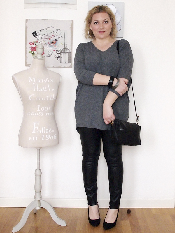 outfit curvy con pantaloni in pelle -1