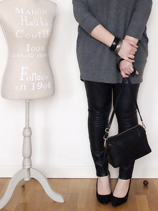 outfit curvy con pantaloni in pelle -10