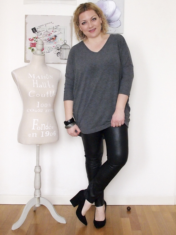 outfit curvy con pantaloni in pelle -4