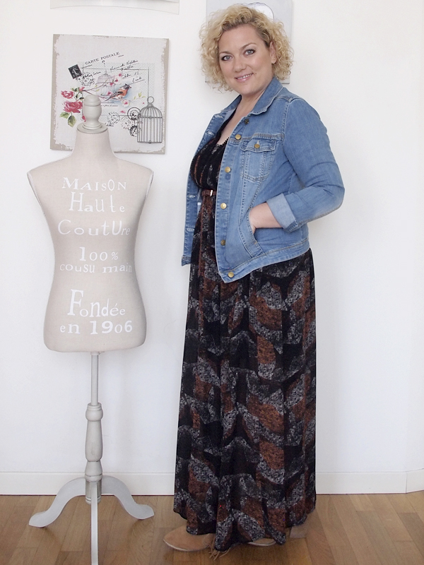 outfit curvy stile country con spalle scoperte 11