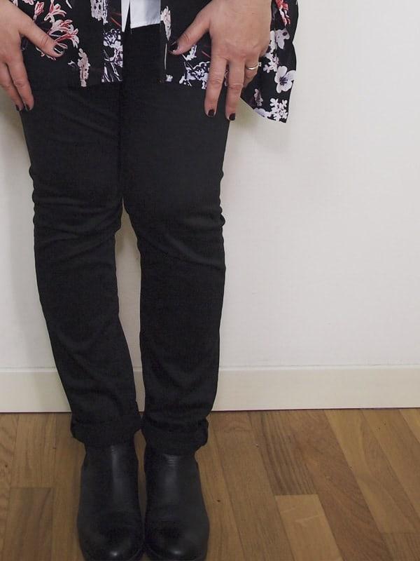 outfit-curvy-camicia-bianca-kimono a fiori-bianco-e-nero-VerdementaBlog-04