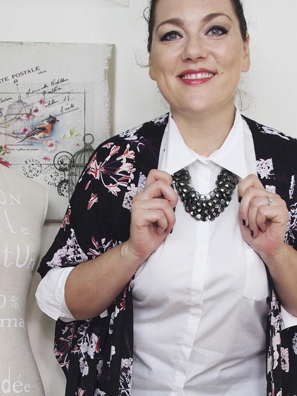 outfit-curvy-camicia-bianca-kimono a fiori-bianco-e-nero-VerdementaBlog-05
