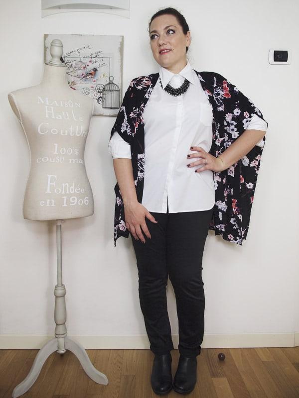 outfit-curvy-camicia-bianca-kimono a fiori-bianco-e-nero-VerdementaBlog-07