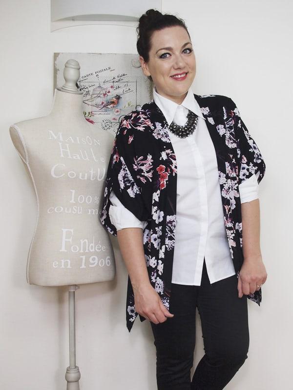 outfit-curvy-camicia-bianca-kimono a fiori-bianco-e-nero-VerdementaBlog-08
