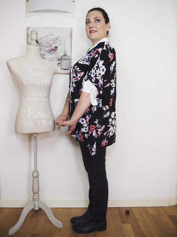 outfit-curvy-camicia-bianca-kimono a fiori-bianco-e-nero-VerdementaBlog-10