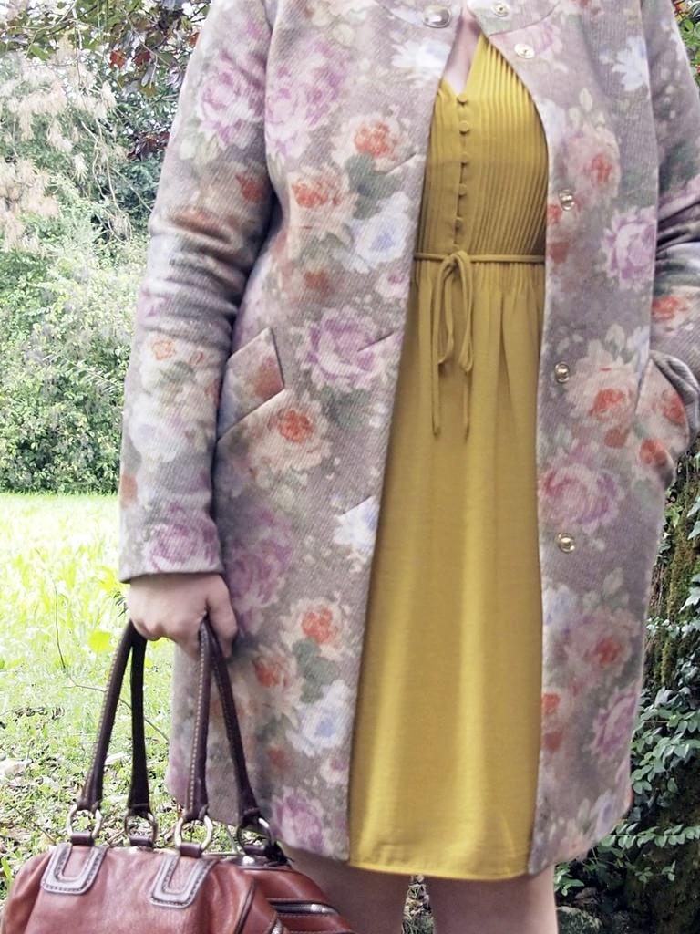 VerdementaBlog_outfit-curvy-abito senape-cappottino fiori-Elena-Miro