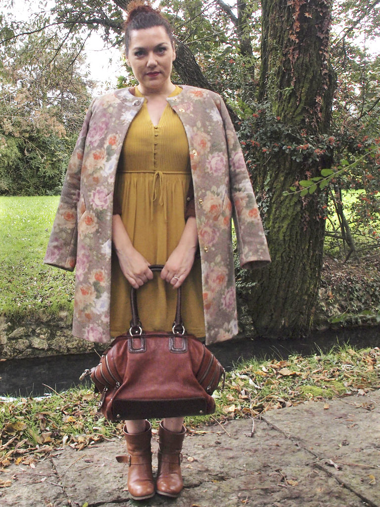 VerdementaBlog_outfit-curvy-cappottino fiori-Elena-Miro-blogger-italia