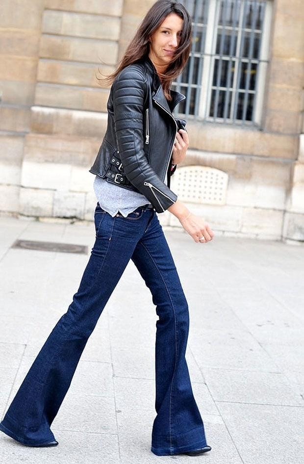 flare jeans e scarpe a punta