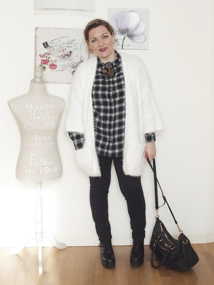 VerdementaBlog-outfit-curvy-bianco-e-nero-cardigan peloso-2