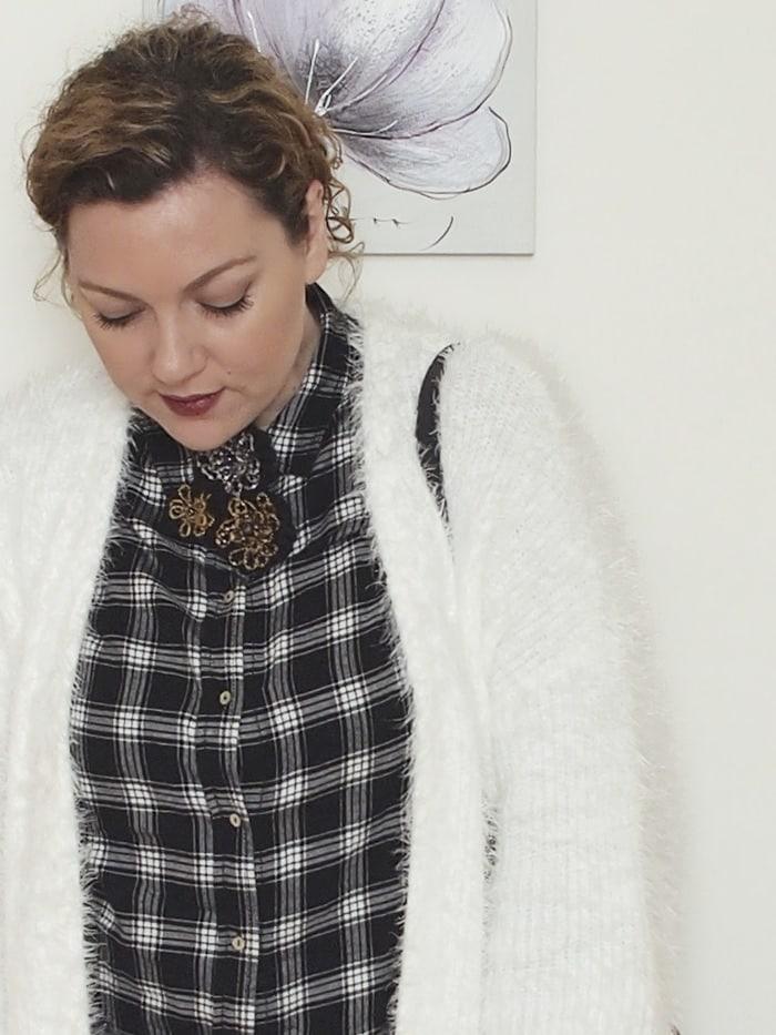 VerdementaBlog-outfit-curvy-bianco-e-nero-cardigan peloso-4