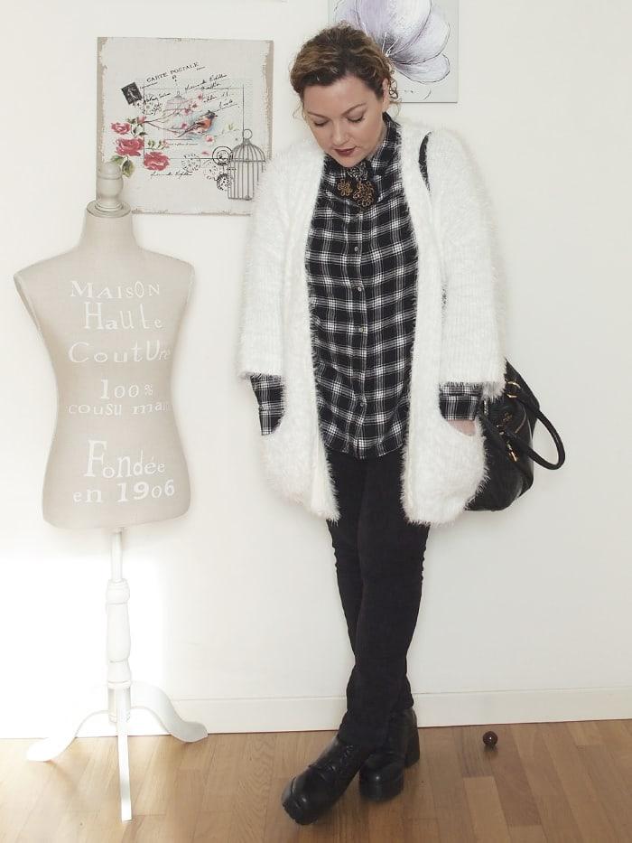 VerdementaBlog-outfit-curvy-bianco-e-nero-cardigan peloso-5