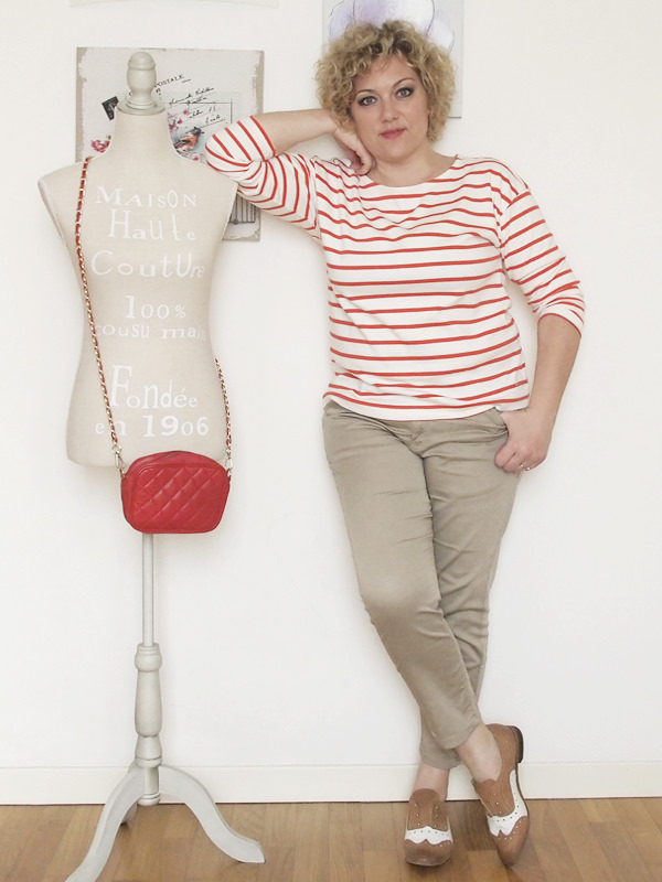 Verdementa-Fashion-blog-outfit-curvy-taglia48-casual-pantaloni-chinos-maglia-righe-5