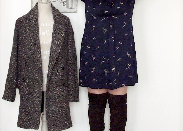 outfit curvy taglia 46 con abitino e stivali sopra al ginocchio