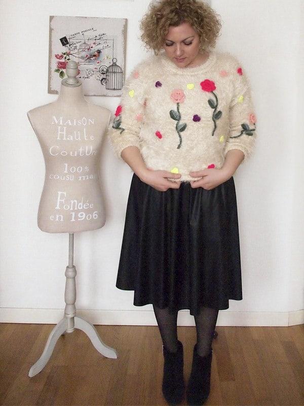 outfit-curvy-taglia46-gonna-pelle-maglione-ricamato-01