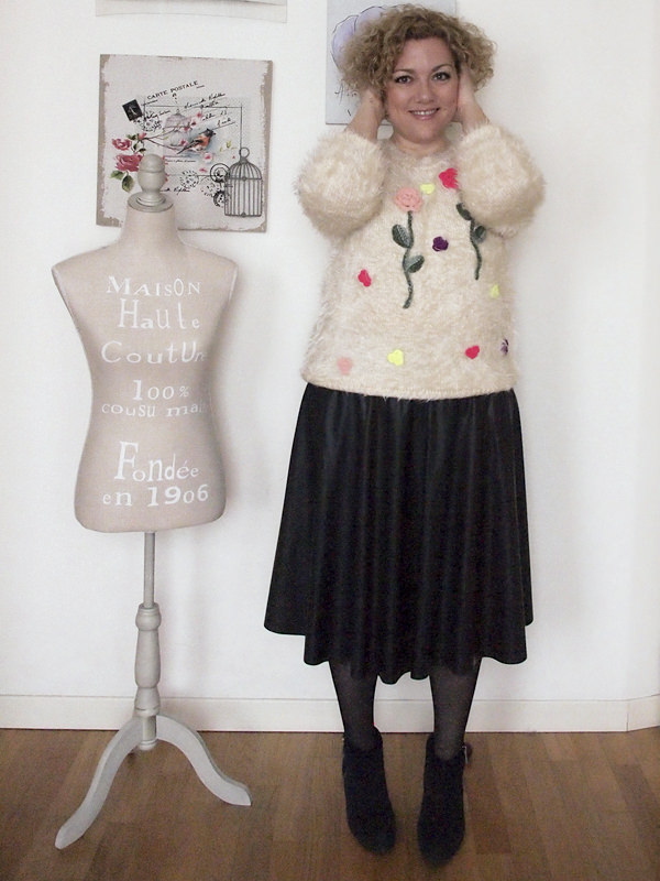 outfit-curvy-taglia46-gonna-pelle-maglione-ricamato-05