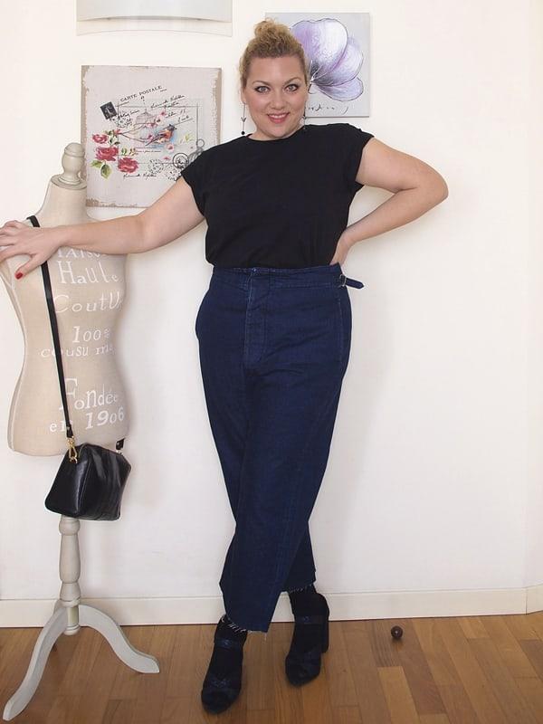 outfit curvy con jeans a vita alta e fondo ampio