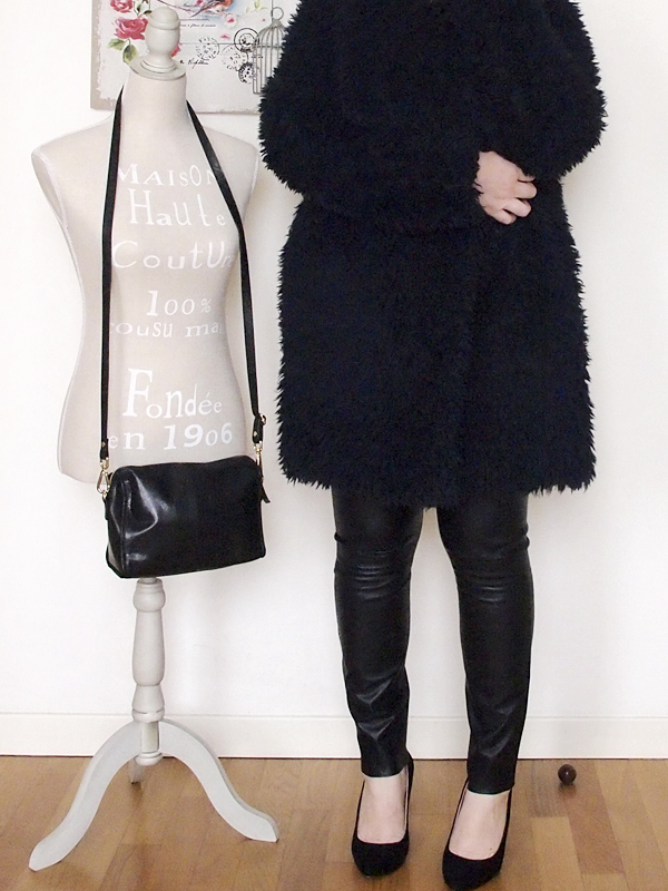 outfit curvy con pantaloni in pelle -13