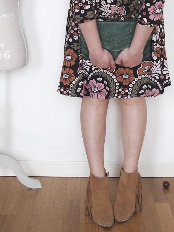 outfit-curvy-abito-fiori-tronchetti_01