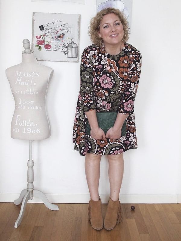 outfit-curvy-abito-fiori-tronchetti_02