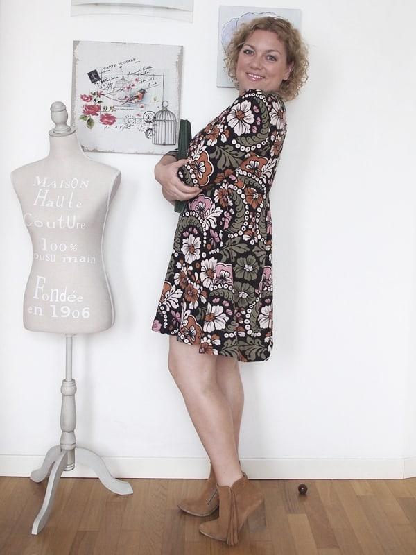 outfit-curvy-abito-fiori-tronchetti_03