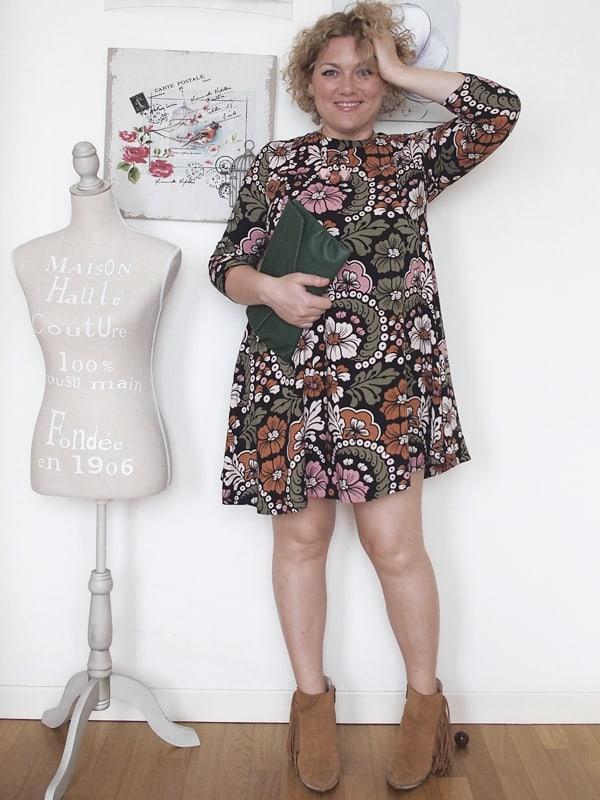 outfit-curvy-abito-fiori-tronchetti_04