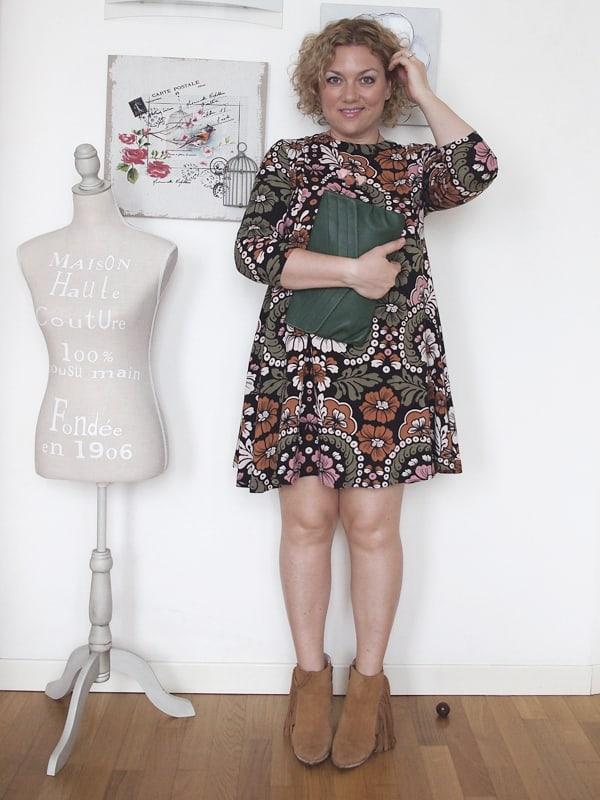 outfit-curvy-abito-fiori-tronchetti_06