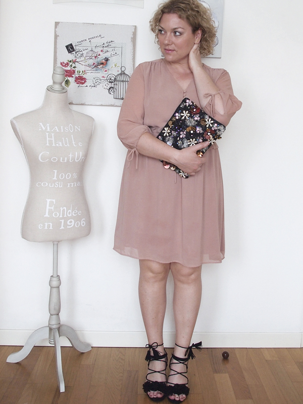 outfit-curvy-abito-rosa_01