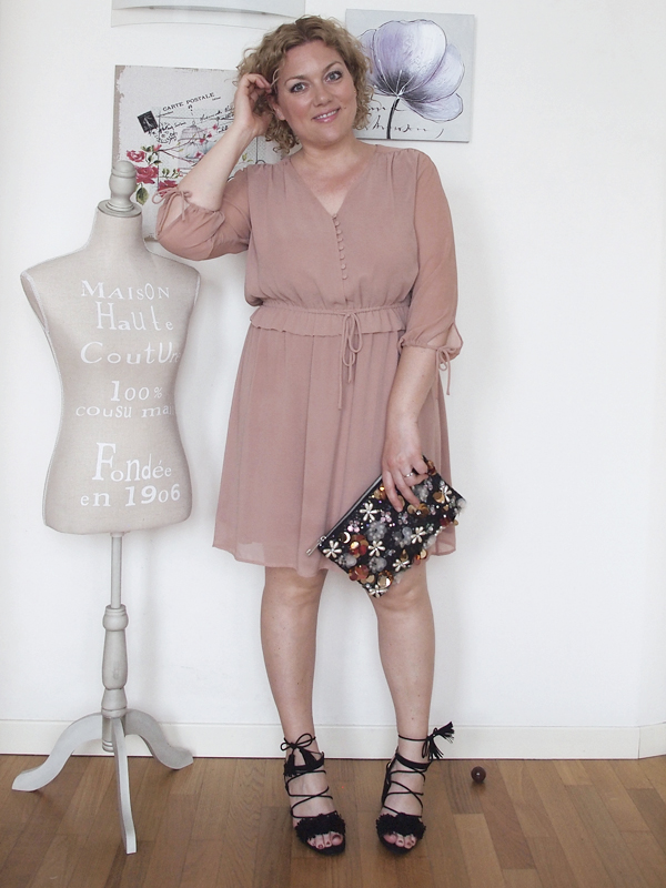 outfit-curvy-abito-rosa_04