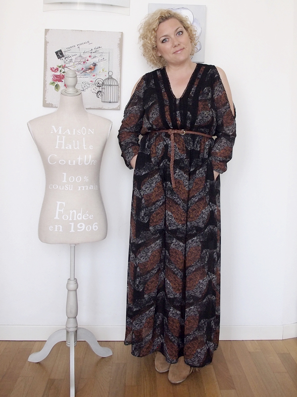 outfit curvy stile country con spalle scoperte 01