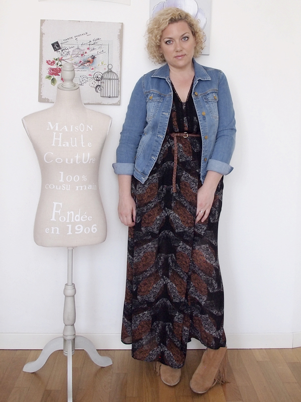 outfit curvy stile country con spalle scoperte 10