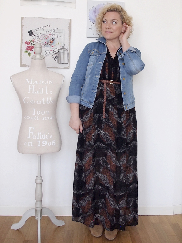 outfit curvy stile country con spalle scoperte 14