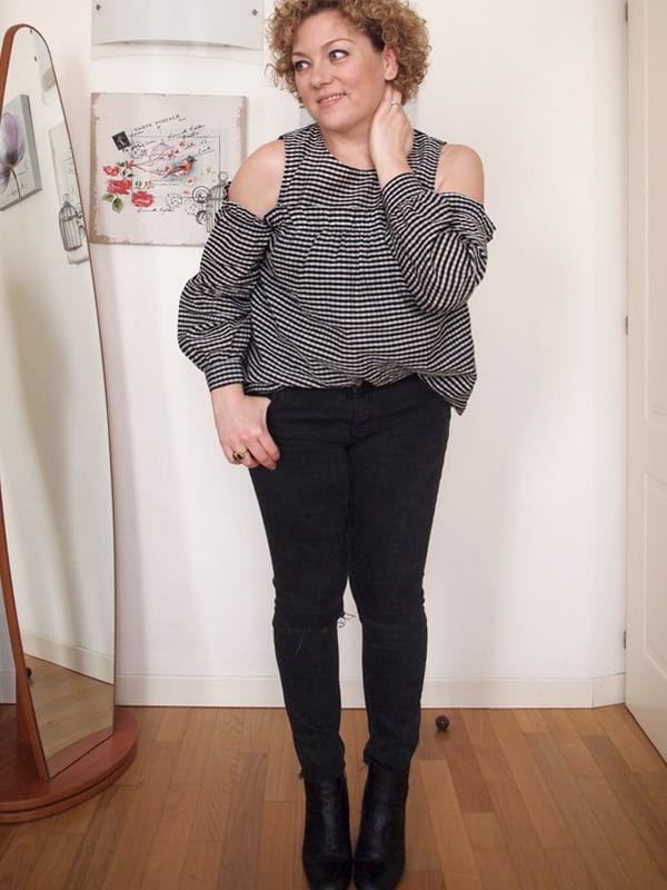 outfit curvy con camicetta vichy a spalle scoperte
