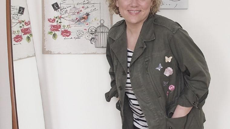 diy: giacca militare decorata con ricami termoadesivi