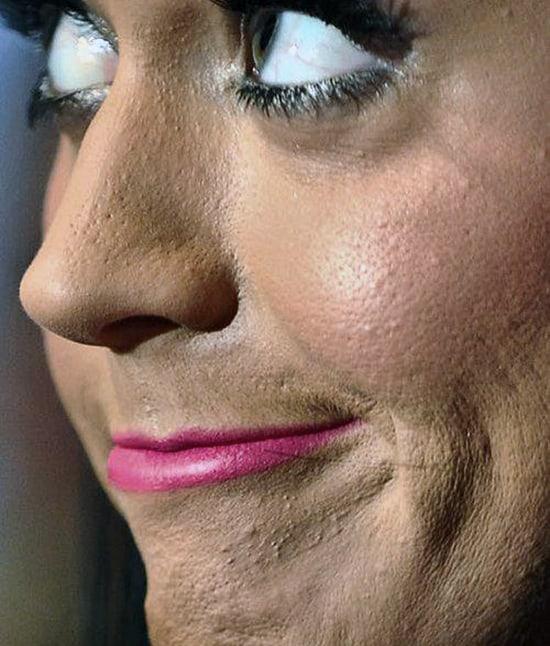 errori make-up che fanno sembrare più vecchia: troppo fondotinta