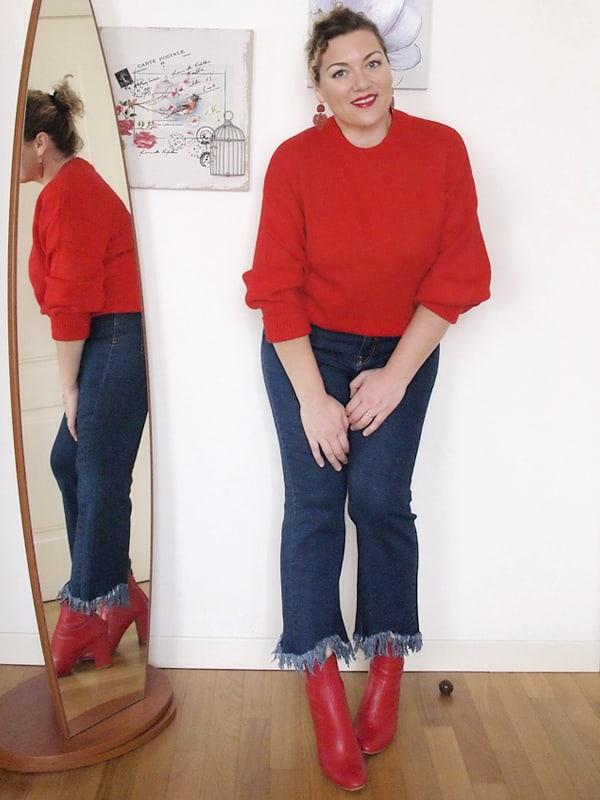 fatta prendere la mano e nel percorso che mi porterà al total look da  signora in rosso per il momento ho aggiunto un maglione. E un paio di  orecchini.
